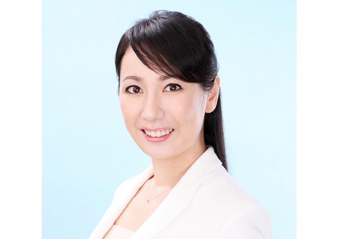 編集長の東香名子が1日駅長に就任