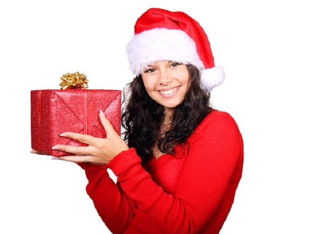 サンタの姿をした女性