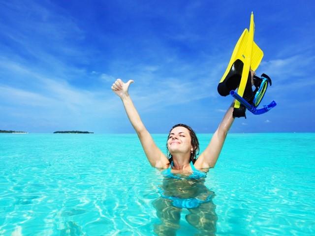 ダイビングをする女性
