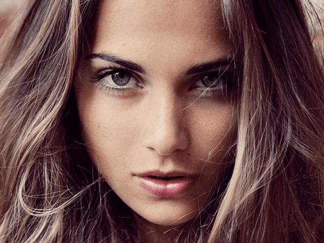 美しい顔の女性