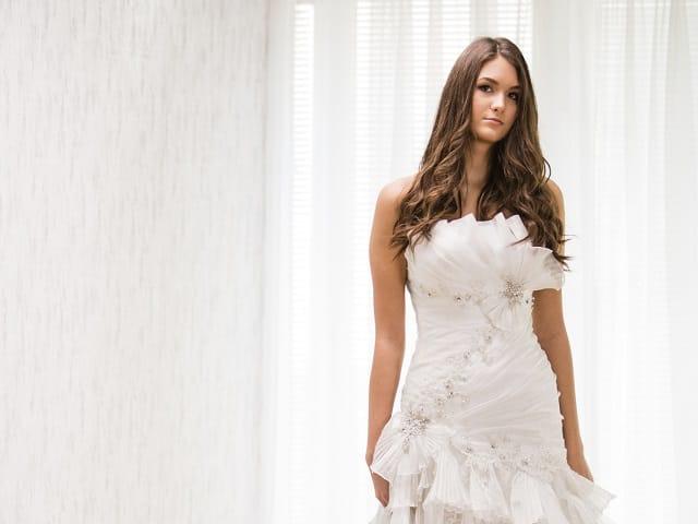しろいドレスの女性